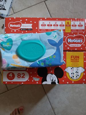 Huggies size 4 & baby wipes for Sale in Lake Alfred, FL