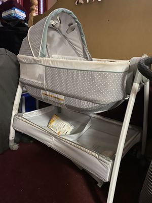 Baby bassinet for Sale in New Britain, CT