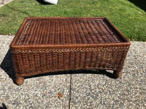 """Beautiful wicket coffee table - patio table - in great shape - 20"""" x 30"""" x 13"""" for Sale in San Mateo, CA"""