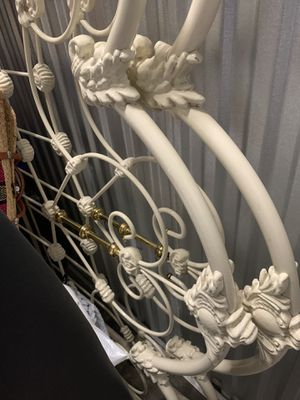 Antique BRASS bed frame for Sale in Diamond Bar, CA