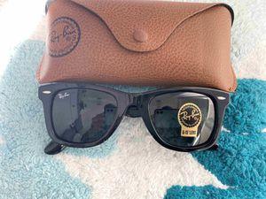 Brand New Authentic Wayfarer Sunglasses for Sale in Dallas, TX