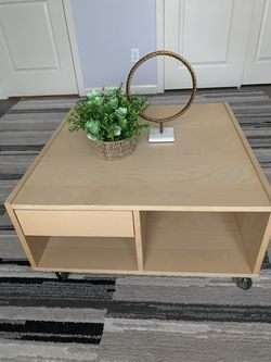 """I Coffee Table /TV Stand On The Wheels !!! 31"""" X 31"""" for Sale in Vancouver,  WA"""