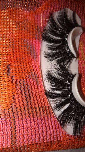 30 mm eyelashes/pestañas dramáticas 30 mm /mink 4d/mink 3d eyelashes /baddie b lashes for Sale in West Covina, CA