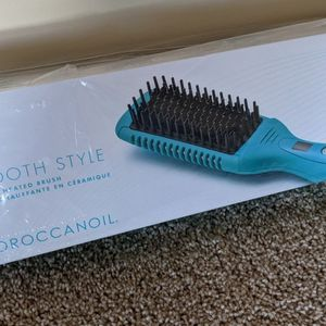 New Unopened MoroccanOil Smooth Style Ceramic Heated Brush for Sale in Arlington, VA