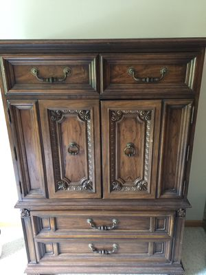 Antique Thomasville Armoire for Sale in Iowa City, IA