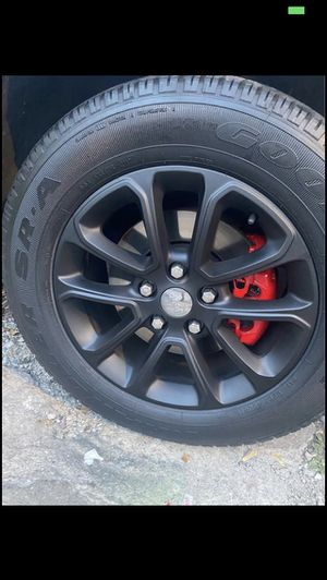 I will plast dip black out your wheels tint your taillights and paint your calipers for Sale in Des Plaines, IL