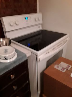 Stove barley used ..moving must sell..make offer for Sale in Warren Air Force Base, WY