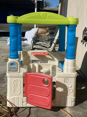 Step2 wonderball fun playhouse in good condition for Sale in Carol City, FL