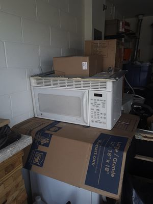 Microwave, over the counter for Sale in Lakeland, FL
