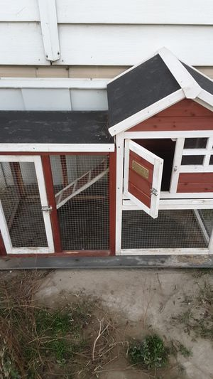 Animal cage great condition serious buyers only please for Sale in Bakersfield, CA