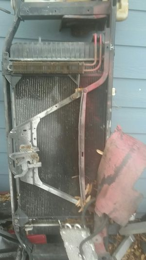 Part for truck Chevy to todo el frente radiator condenser todo por 120 for Sale in Houston, TX