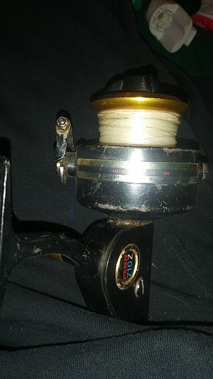 Older model fishing reel for Sale in Philadelphia, PA