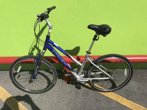 "Trek Navigator 300 Woman's 24 Speed 16.5"" 41.9cm Mountain Bike $109.99 for Sale in Tampa, FL"