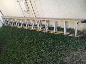 28 ft fiberglass extension ladder for Sale in Odessa, FL