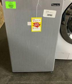 MAGIC CHEF mini Fridge MODEL:HMR330SE ❄️❄️❄️❄️ 3 for Sale in Fort Worth,  TX