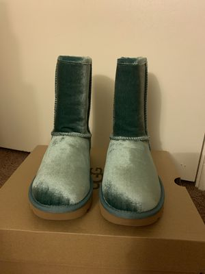 100% Authentic Brand New in Box UGG Classic Short II Velvet Boots / Color: ALN / Women size 6, 7, 8 for Sale in Lafayette, CA
