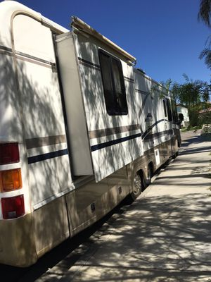 2000 class A 36 foot double slide. for Sale in North Tustin, CA