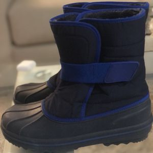 Children's Place Kids Snow Boots Size 6 for Sale in Lakewood, CA