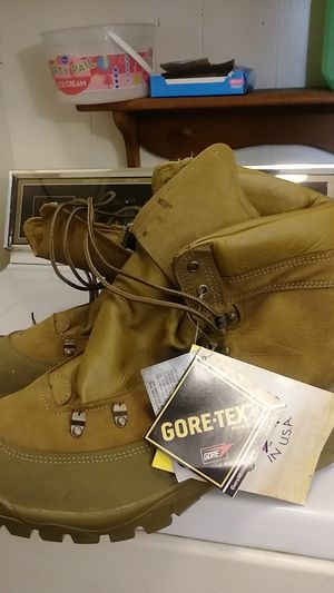 Gore tex sold on military for Sale in Indianapolis, IN