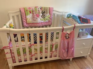 Crib w changing table for Sale in Queens, NY
