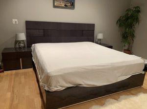Mondiana king size bed frame for Sale in Deerfield, IL