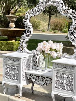 Beautiful Vinatge Ornate Vanity for Sale in Chino,  CA