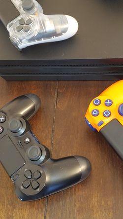 PS4 Pro w/ 4 controllers for Sale in Arlington,  VA