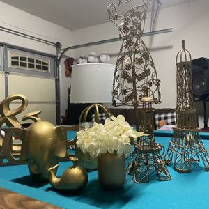 Gold Decor/Paris /girls Room for Sale in Victorville, CA