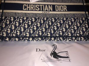 Dior Tote bag for Sale in Los Angeles, CA