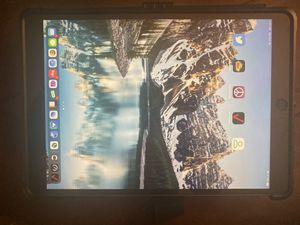 iPad Pro 10.5 256gb with UAG case for Sale in Chula Vista, CA