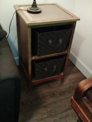 2 shelf end table/night stand for Sale in Fresno, CA