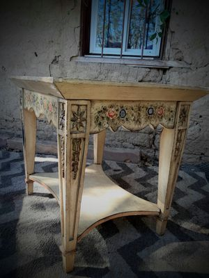 Cute, hand painted ANTIQUE TABLE for Sale in Frederick, CO