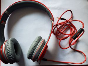 Never used Beats by Dre Solo headphones for Sale in Hamilton, OH