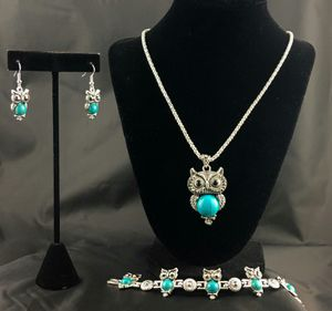 Green Vintage Owl Necklace Set With Bracelet for Sale in Phoenix, AZ