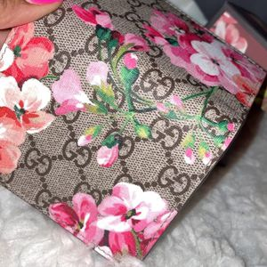 100% Authentic Gucci Women's Wallet for Sale in Worcester, MA