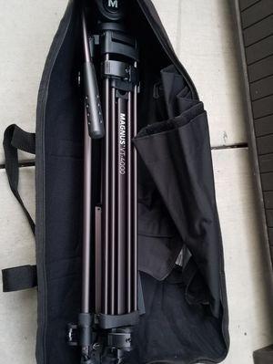 Magnus VT-4000 Tripod System with Fluid Head for Sale in Hawthorne, CA