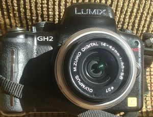 Lumix gh2 dslr complete works good. for Sale in Hialeah, FL