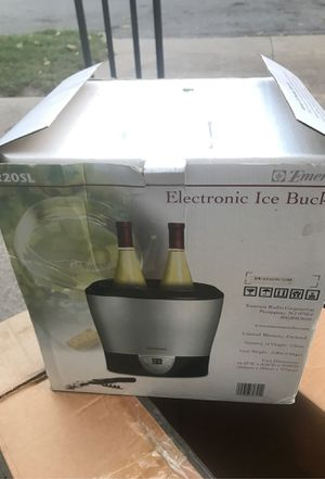 Electronic ice bucket by EmersonFR20sl for Sale in Platte City, MO