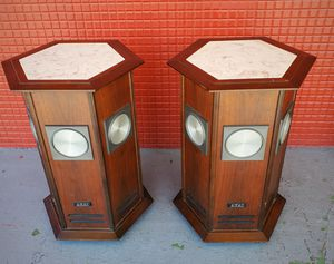Vintage 1970s rare Akai omnidirectional speakers marble tops for Sale in Fort Lauderdale, FL