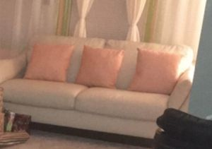 Raymour & Flanagan Off white Love seat for Sale in East Orange, NJ