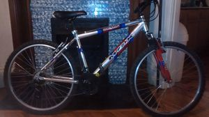 All chrome 21speed Mongoose MGX mountain bike (like new) for Sale in Lima, OH