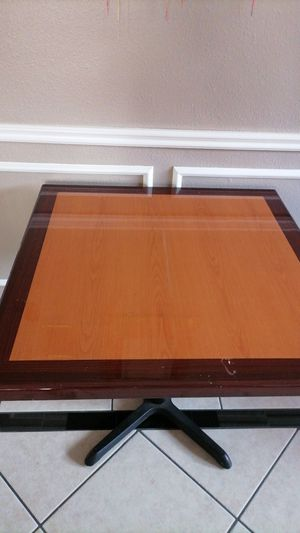 heavy 42inch table for Sale in Katy, TX