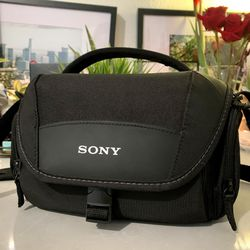 Sony LCSU21 Camera Carrying Case - Black for Sale in Anaheim,  CA