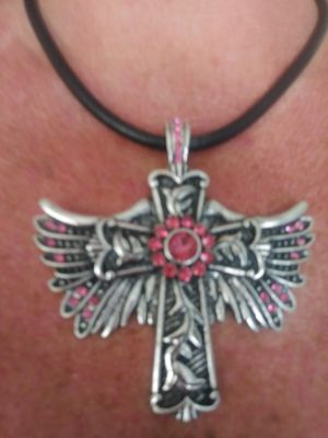 NWT Heart Wings Magnetic Pendant Necklace for Sale in Montrose, CO