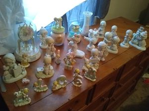 Various Precious moments figurines for Sale in Pittsburgh, PA