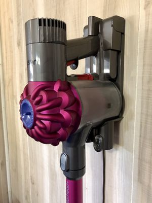 Dyson V6 Animal Vacuum w Accessories, Purple for Sale in Bowie, MD