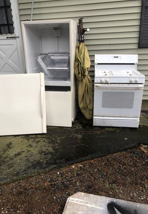 Contractor remodeling a kitchen appliances refrigerator gas stove dishwasher and undercabinet microwave all for 250 for Sale in Cranston, RI