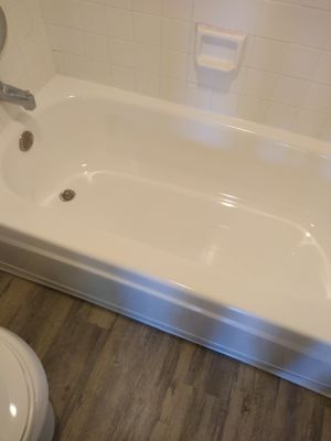 Tub and counter refinishing for Sale in Tolleson, AZ