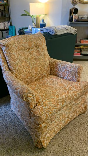 Cozy Vintage Chair for Sale in San Diego, CA