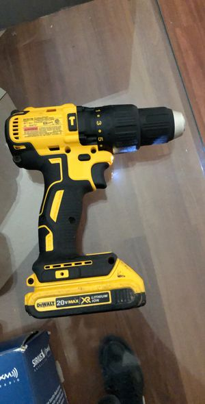 20V MAX* LITHIUM ION COMPACT DRILL / DRIVER KIT (1.5 AH) for Sale in Hendersonville, NC